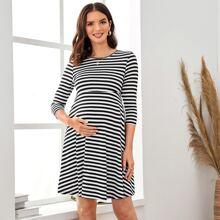 Maternity Zweifarbiges Kleid mit Streifen