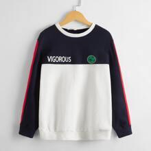 Pullover mit Buchsatben und Fussball Muster und Farbblock
