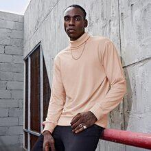 Einfarbiger Pullover mit gerolltem Kragen