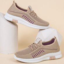 Sneakers mit Band Dekor und weiter Passform