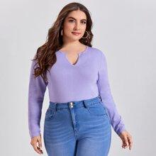 Einfarbiger Pullover mit eingekerbtem Kragen