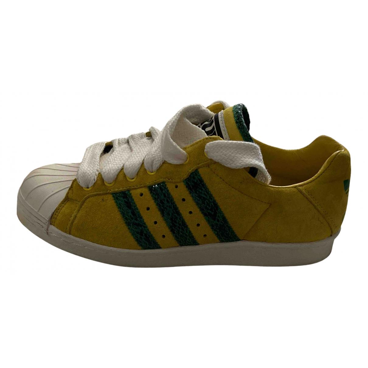 Adidas \N Sneakers in  Gelb Veloursleder