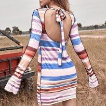Rueckenfreies Kleid mit Streifen Muster, Band hinten ohne Guertel