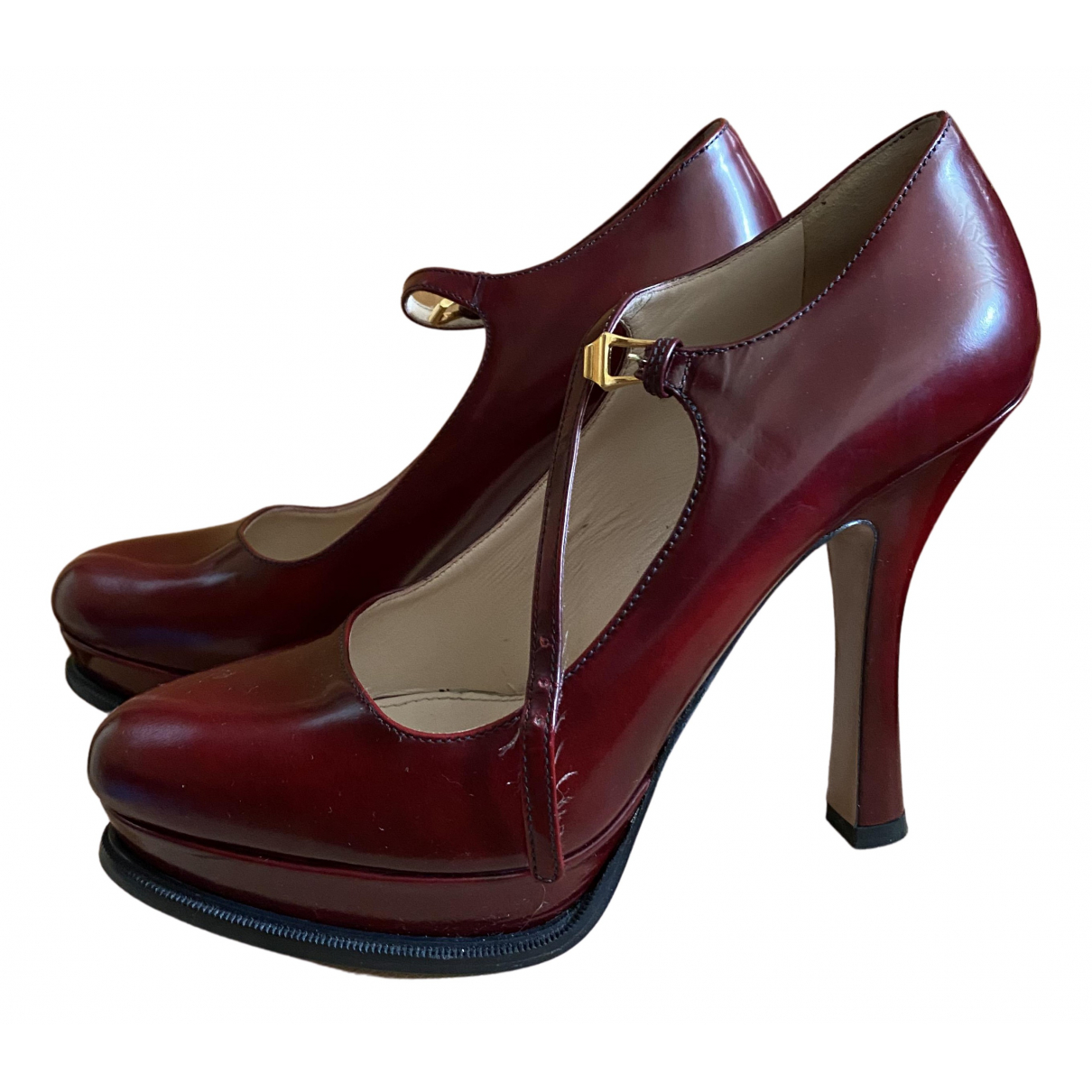 Prada \N Pumps in  Bordeauxrot Leder