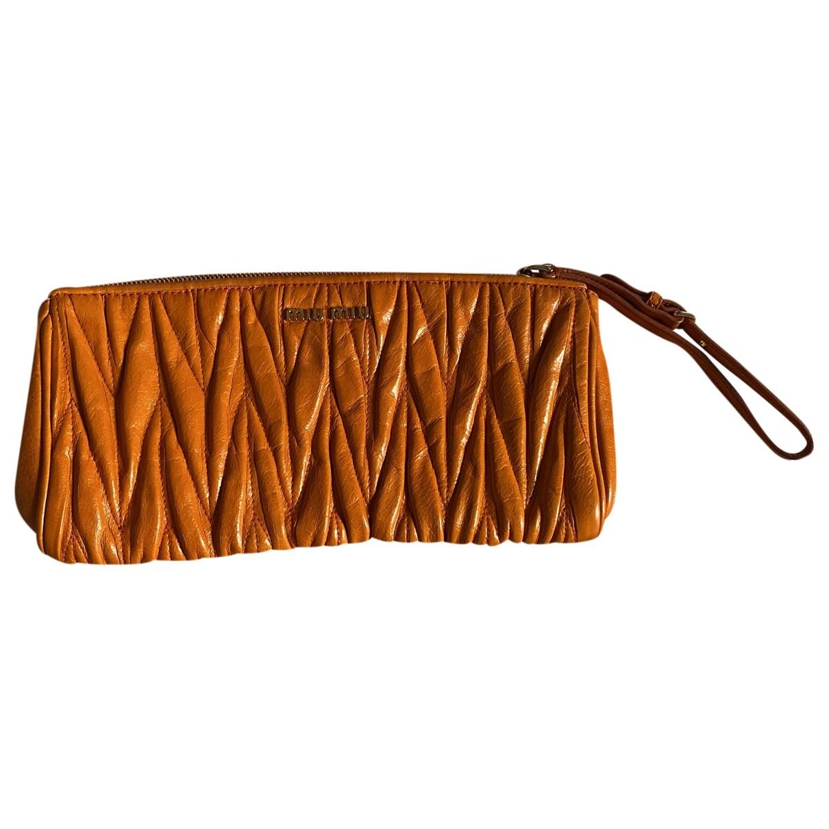 Miu Miu Matelassé Orange Leather Clutch bag for Women \N