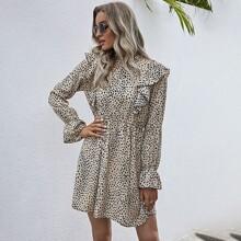 Kleid mit Dalmatiner Muster, Rueschenbesatz und Schosschenaermeln