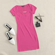 Vestido ajustado tejido de canale de cuello sweetheart rosado neon