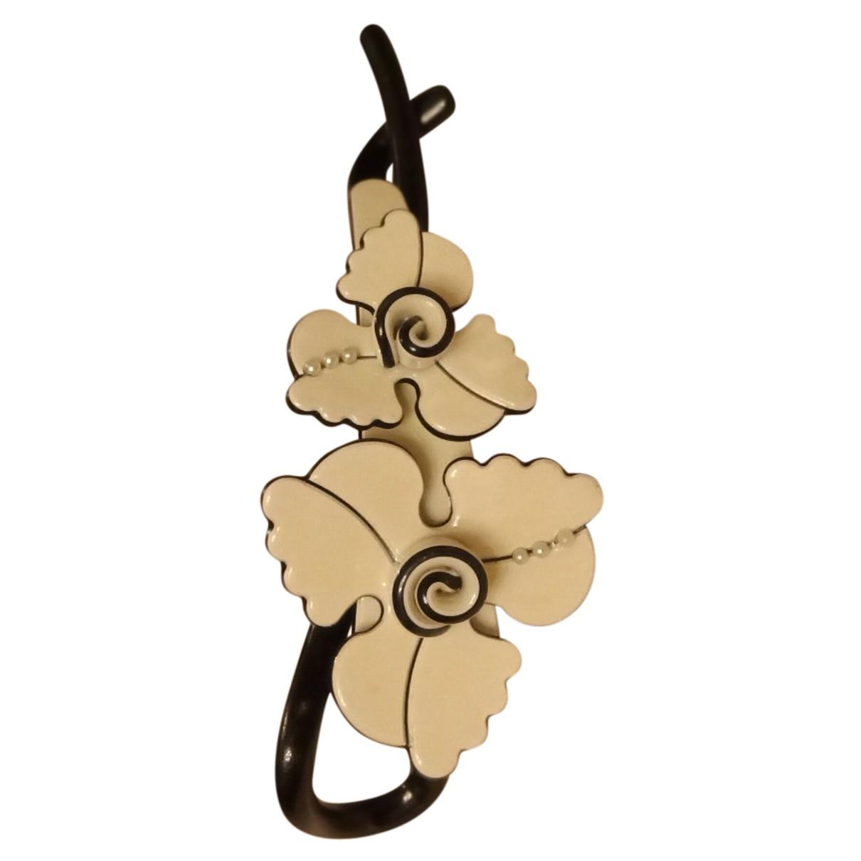 Non Signe / Unsigned Motifs Floraux Haarschmuck in  Ecru Kunststoff