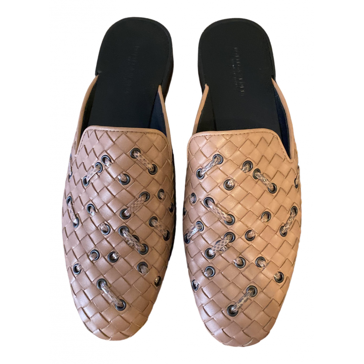 Bottega Veneta \N Beige Leather Flats for Women 37 EU