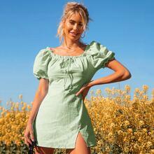 Kleid mit Puffaermeln, Knoten vorn, Schiffy Rueschenbesatz und Schlitz