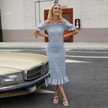 Schulterfreies Kleid mit Bluemchen Muster und Raffung