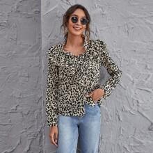 Bluse mit Knopfen vorn, Rueschen und Leopard Muster