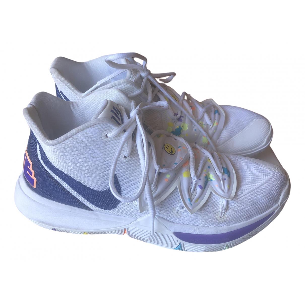 Nike Kyrie Sneakers in  Weiss Kautschuk
