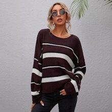 Pullover mit sehr tief angesetzter Schulterpartie, Schlitz am Saum und Streifen