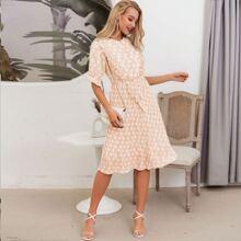Kleid mit Raffungsaum, Guertel, Falten und Punkten Muster