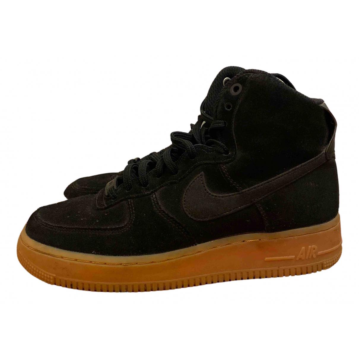 Nike Air Force 1 Sneakers in  Schwarz Veloursleder