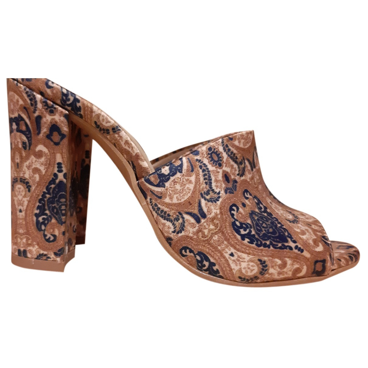 Non Signe / Unsigned \N Pumps in  Gold Polyester