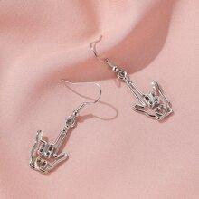 Ohrringe mit Lochern und Hand Dekor