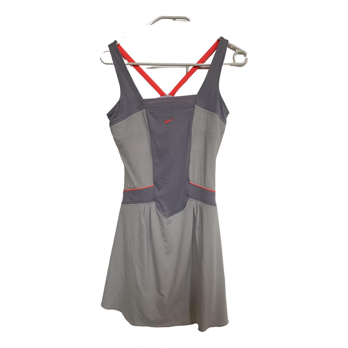 Nike \N Kleid in  Grau Synthetik