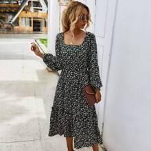 A-Linie Kleid mit Bluemchen Muster und Rueschenbesatz