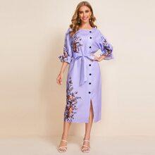 Kleid mit Blumen Muster, Schosschenaermeln, Knopfen und Selbstguertel