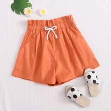 Einfarbige Shorts mit Papiertaschen auf Taille