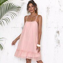 Cami Kleid mit Kreuzgurt und Rueschenbesatz