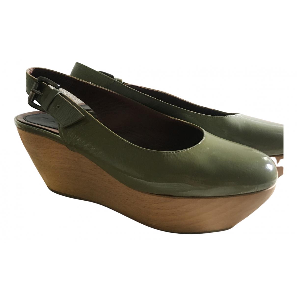 Marni \N Sandalen in  Gruen Lackleder