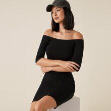 Schulterfreies figurbetontes einfarbiges Kleid