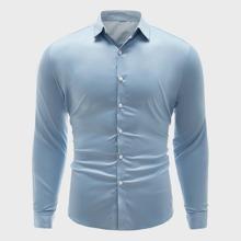 Einfarbiges Shirt mit Knopfen