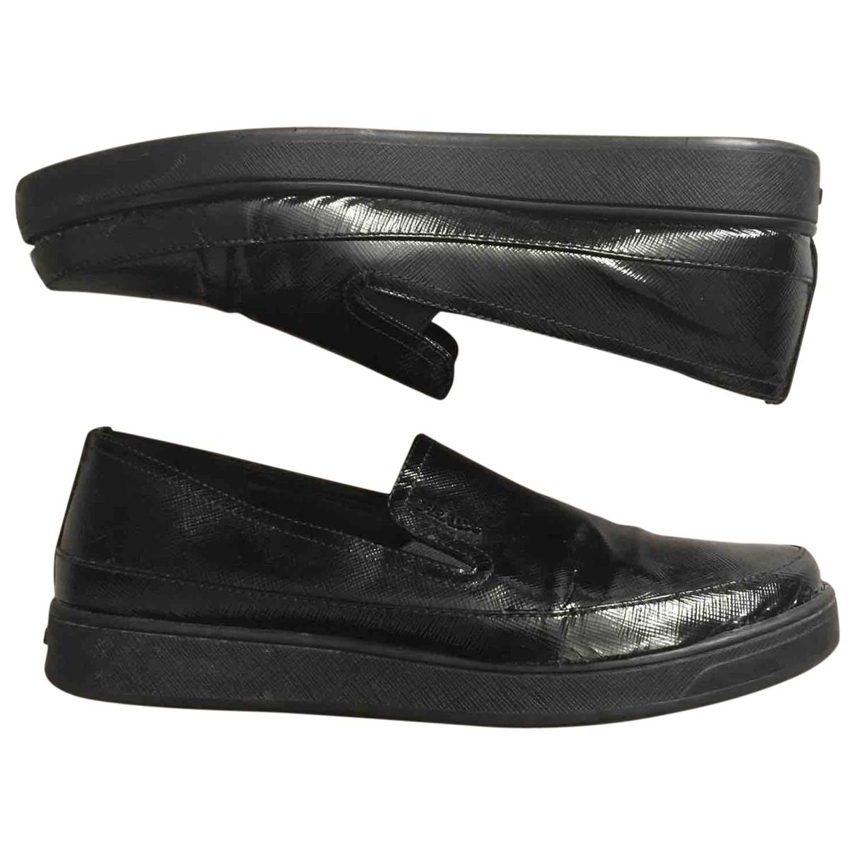 Prada \N Sneakers in  Schwarz Lackleder