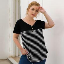 T-Shirt mit Knopfen, V-Kragen und Streifen