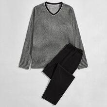 Schlafanzug Set mit Streifen und Taschen
