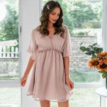 Rueckenfreies Chiffon Kleid mit Rueschenbesatz und Punkten Muster