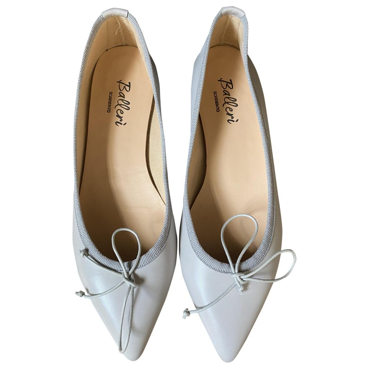 Non Signe / Unsigned \N Ballerinas in  Grau Leder