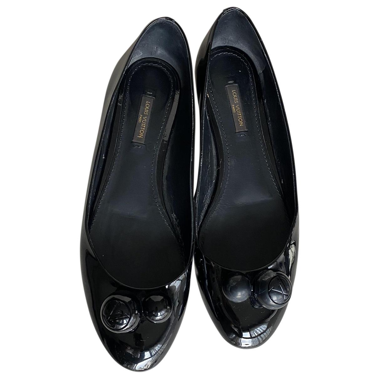Louis Vuitton \N Ballerinas in  Schwarz Lackleder