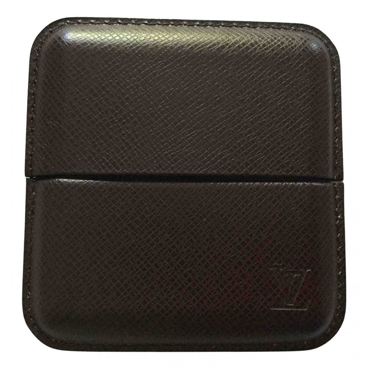 Louis Vuitton - Objets & Deco   pour lifestyle en cuir - bordeaux