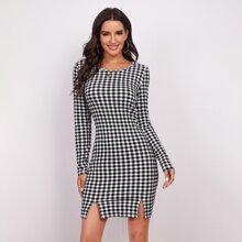 Kleid mit M-Schlitz und Karo Muster