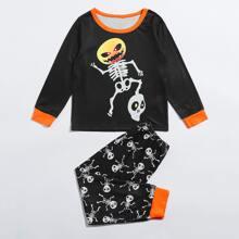 Schlafanzug Set mit Halloween Kuerbis und Schaedel Muster