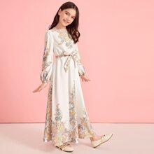 Maedchen Kleid mit Laternenaermeln, Guertel und Stamm Muster