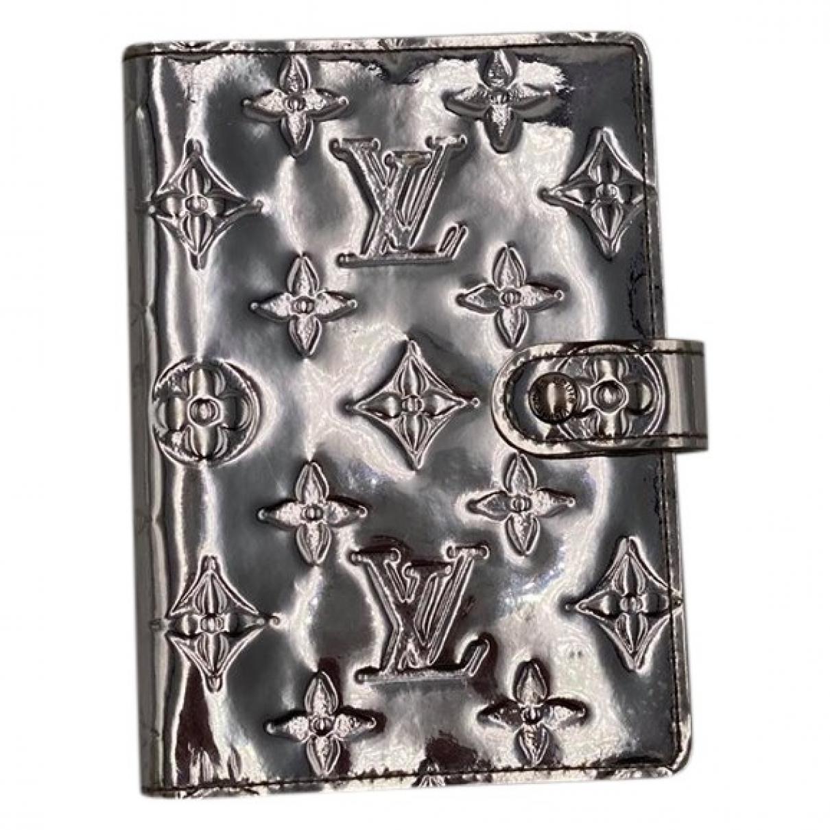 Louis Vuitton \N Accessoires und Dekoration in  Silber Leder