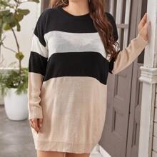 Pullover Kleid mit Farbblock und sehr tief angesetzter Schulterpartie