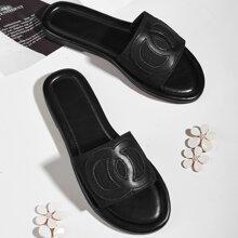 Sandalen mit geometrischer Grafik und weiter Passform