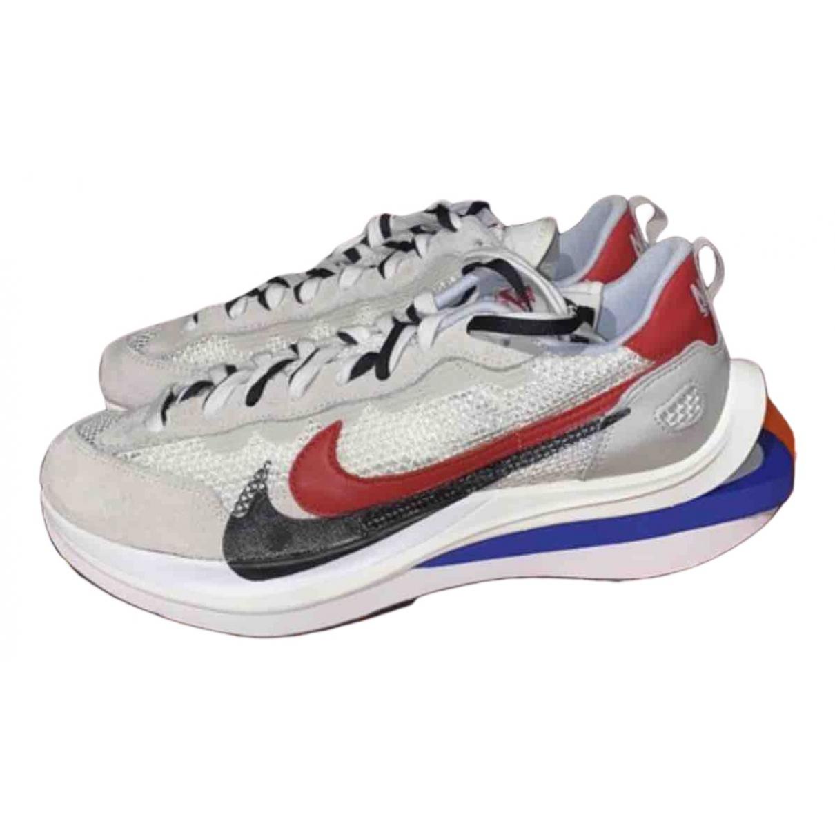 Nike X Sacai - Baskets Vaporwaffle pour homme en toile - blanc