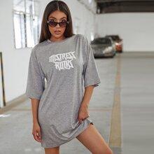 Vestido estilo camiseta con estampado de letra sin bolsa