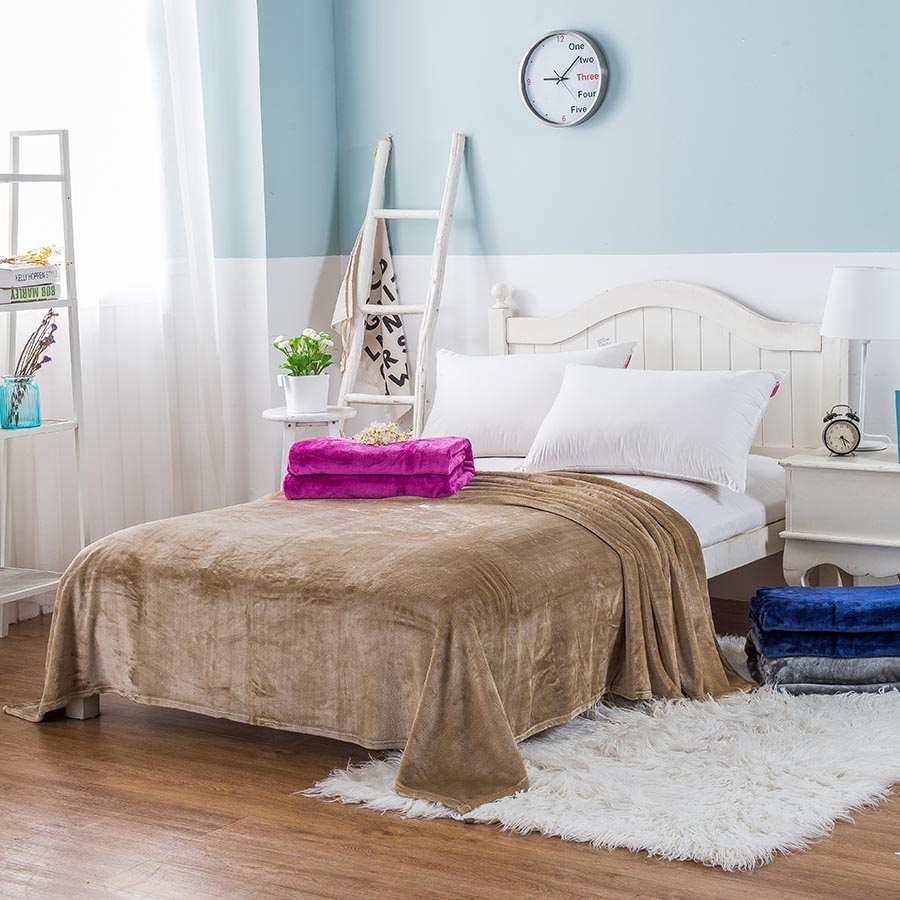Flannel Material Solid Color Simple Style Bed Blanket