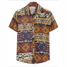 Camisa con boton con estampado tribal