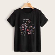 Camiseta con estampado floral de letra