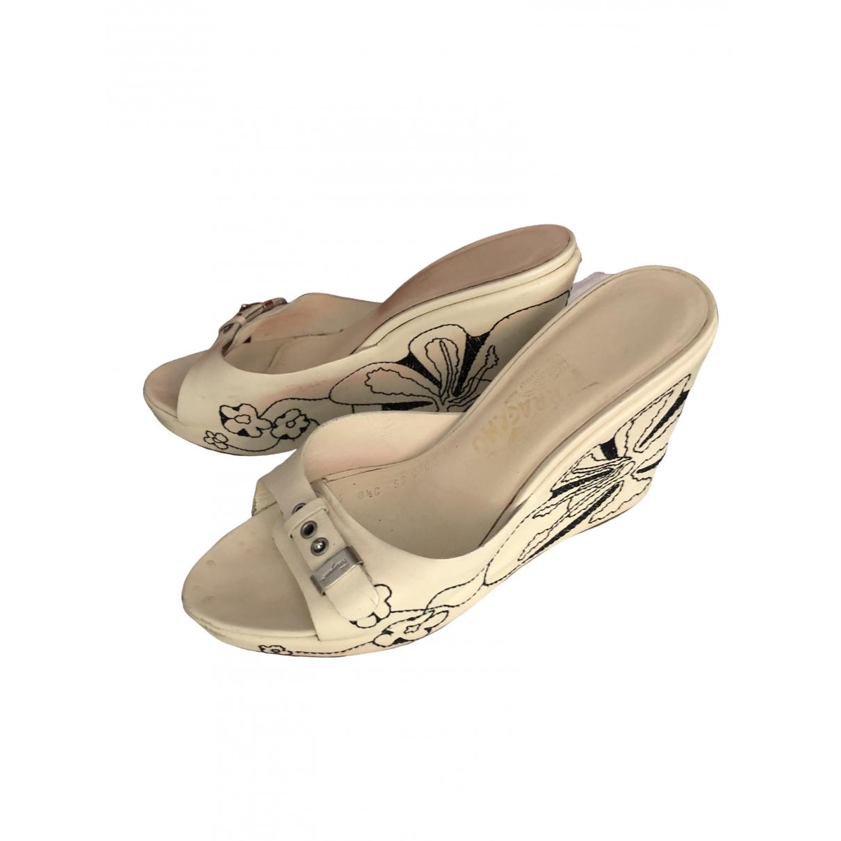Salvatore Ferragamo \N Ecru Leather Sandals for Women 39 EU