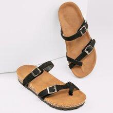 Sandalen mit Zehenband und Schnalle